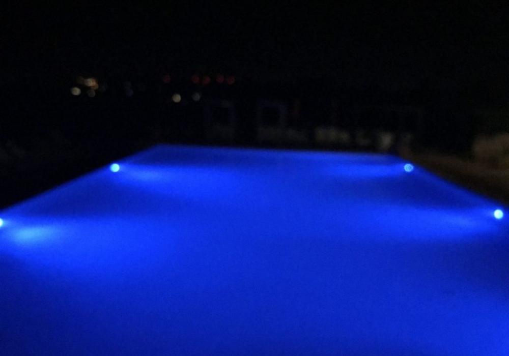 Impianto illuminazione piscina esterna